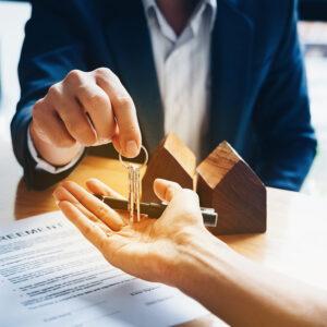 Помощь юриста по недвижимости на метро Трубная. Что выходит в услуги юриста по сделкам с недвижимостью. Консультация по телефону.